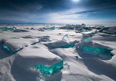 Turquoise Ice, Lago Baikal, na Rússia - O Lago Baikal é o mais antigo de água doce no mundo. No inverno, ele congela, mas a água é tão límpida que é possível ver mais de 100 metros abaixo do gelo