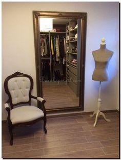 Mooie wandspiegel in inloopkast. http://www.barokspiegel.com/detail/624114-2000-spiegel-guido