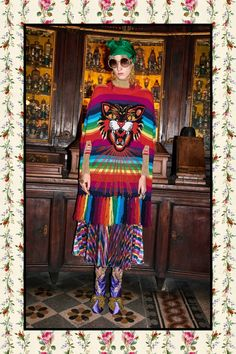 Fashion Week Milan Pre-Fall 2017 look 42 from the Gucci collection womenswear Gucci Fashion, 70s Fashion, Fashion 2017, Fashion Show, Autumn Fashion, Fashion Design, Fashion Trends, Gucci Pre Fall 2017, Gucci 2017