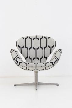 Arne Jacobsen: Swan Chair (Upholstered in Jim Thompson's Black Parrot)