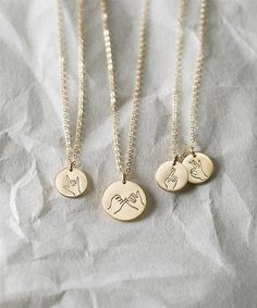 Sister Gifts Best Friend Necklaces Hand Gestures Necklace Cool Gift Ideas for Daughters Fun Gifts for Awesome Ladies Schmuck Sister Gifts, Best Friend Gifts, Gifts For Friends, Best Gifts, Gifts For Her, Bff Necklaces, Best Friend Necklaces, Best Friend Jewelry, Sister Necklace