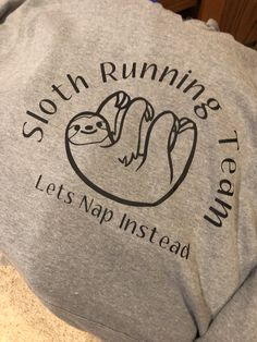 Sloth running team Team T Shirts, Tee Shirts, Crafts To Do, Diy Crafts, Sloth Running Team, Sloth Shirt, Sloths, T Shirt Diy, Vinyl Projects