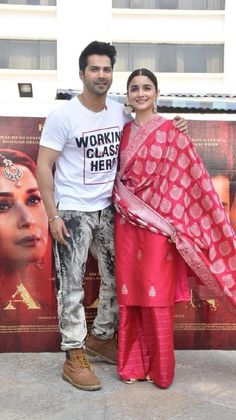 Alia Bhatt aces the traditional look as she embraces ethnic attire with full grace during Kalank promotions - HungryBoo Bollywood Couples, Bollywood Celebrities, Bollywood Actress, Banarsi Suit, Alia Bhatt Varun Dhawan, Kareena Kapoor Photos, Casual Indian Fashion, Alia Bhatt Cute, Handsome Celebrities