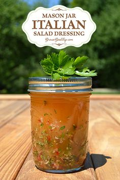 Jar Italian Salad Dressing Make this amazing homemade Italian dressing for a healthier alternative to your favorite salad topping.Make this amazing homemade Italian dressing for a healthier alternative to your favorite salad topping. Salade Healthy, Healthy Salads, Taco Salads, Healthy Eating, Salad In A Jar, Soup And Salad, Pasta Salad, Crab Salad, Chutneys