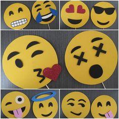 Atrezzo para tus fiestas con la temática Emoticonos realizados en Goma Eva. Se envían completamente terminados y montados, listos para su disfrute en las fiestas. EL pack contiene 20 emoticonos.