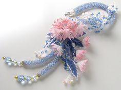 ブルーとベビーピンクのさわやかお花畑ネックレス