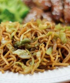 Recipe for Copycat Panda Express Chow Mein - I just made this tonight and it was wonderful! It's absolutely similar to the Panda Express version which is great because I don't like the chow mein everywhere I go.