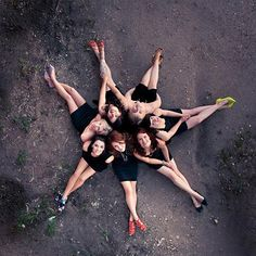 Composition: Grouping. The girls are positioned in a group order