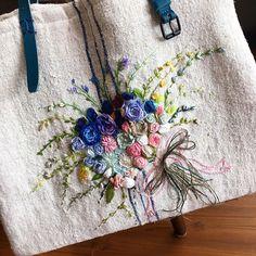 -2017/07/18 월요자수클래스 수강생 언니의 햄프린넨가방  워낙 가방을 좋아하셔서 . *아드님을 위한 햄프 이니셜 서류가방 *햄프클러치 *햄프 빅 가방 . 한꺼번에 가방 세개를 뚝딱 대단하세요~ . . . . . By Alley's home #embroidery#homemade#homedecor#needlework#antique#ribbonembroidery#embroideredflowers#silkribbons#silkribbonembroidery#프랑스자수#서양자수#진해프랑스자수#창원프랑스자수#마산프랑스자수#리본자수#꽃자수#자수타그램#실크리본자수#창원프랑스자수_앨리의프랑스자수리본자수#진해프랑스자수_앨리의프랑스자수리본자수#앨리의프랑스자수#자수소품#손자수#리본자수수업#꽃다발자수#창원프랑스자수수업#창원리본자수수업#진해이동앨리하우스#햄프린넨가방 .