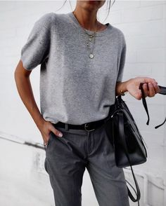 Top 10 Classic Wardrobe Basics Timeless pieces will be the foundation of your wardrobe. Classic wardrobe basics are timeless, stylish and never go out of style. Classic Wardrobe, Wardrobe Basics, Capsule Wardrobe, Looks Chic, Looks Style, Style Me, Grey Style, Basic Style, Fashion Mode