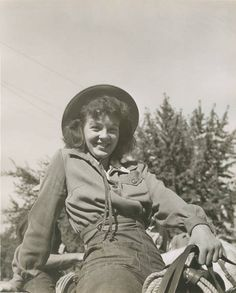 Cowgirl at the Pendleton round-up wearing jeans and single pocket shirt. #vintage #cowgirls #fashion