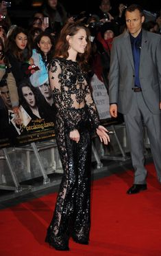 Kristen Stewart Photos Photos - Kristen Stewart attends the UK Premiere of 'The Twilight Saga: Breaking Dawn - Part 2' at Odeon Leicester Square on November 14, 2012 in London, England. - The Twilight Saga: Breaking Dawn Part 2 - UK Premiere - Arrivals