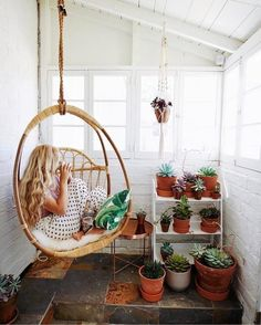 LuLu and Georgia hanging chair / would be so fun outside on the patio. Hanging Egg Chair, Swinging Chair, Outdoor Hanging Chair, Egg Swing Chair, Swing Chairs, Sunroom Decorating, Enclosed Porch Decorating, Sunroom Ideas, Decorating Blogs