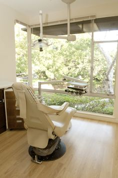 The modern family needs an all encompassing dental practice that can provide the best of all possible worlds: the gentle touch of a female dentist for their young children,http://www.santabarbara-dentists.com/teeth-whitening/
