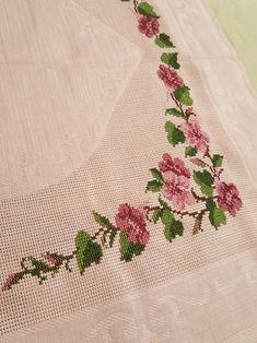 Etamin seccade Embroidery Fashion, Embroidery Patterns, Diy And Crafts, Cross Stitch, Creative, Counted Cross Stitches, Embroidery Ideas, Ideas, Towels