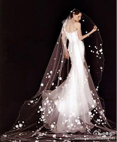 Beautiful silouette, and an ingenious veil... just make you sigh with the beauty