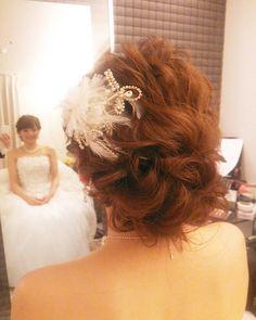「本日の花嫁様♪ #ヘアアレンジ#ヘアセット#ヘア#ヘアスタイル#花嫁髪型 #挙式 #ウェディングドレス #ヘッドドレス #プレ花嫁#花嫁#花嫁準備#ルーズ#ブライダルヘア #weddingdress #wedding #weddinghair #bridal#hair#hairarrange #hairdo…」
