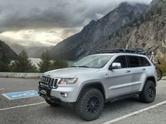 Sometimes the parking lot photo is the photo of choice. Grand Cherokee Trailhawk, 2011 Jeep Grand Cherokee, Grand Cherokee Overland, Jeep Wrangler Lifted, Lifted Jeeps, Jeep Wranglers, Jeep Grand Cherokee Accessories, Jeep Trailhawk, Jeep Wk
