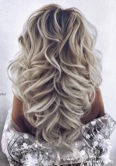 What's the Difference Between a Bun and a Chignon? - How to Do a Chignon Bun – Easy Chignon Hair Tutorial - The Trending Hairstyle Prom Hairstyles For Short Hair, Wedding Hairstyles, Cool Hairstyles, Short Haircuts, Saree Hairstyles, Female Hairstyles, Bridal Hairstyle, Hairstyles Haircuts, Wavy Wedding Hair