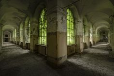 These-Photographs-of-Abandoned-Asylums-Will-Give-You-The-Creeps3.jpg 990×660 pixels