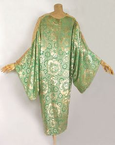 Devoré velvet dressing gown, 1920s, from the Vintage Textile archives.