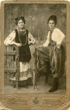 Кременчук, поч.ХХ ст. Ukrainian Dress, Vintage Photos Women, European Dress, Old Photography, Folk Costume, Costumes, Folk Fashion, European History, Red Riding Hood