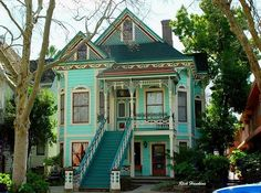Look at those stairs! #Victorian #house #style