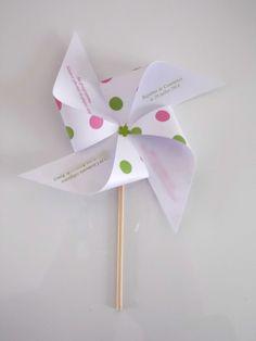 Faire-part candy bar moulin à vent à pois vert et rose pour un baptême, mariage, anniversaire
