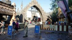 """""""Closing off the main entrance to the Wizarding World of Harry Potter for crowd control?"""" They probably weren't closing it off completely. Visit this page to see what I think they were doing."""