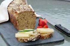 Proteinrikt havrebrød med chiafrø - LINDASTUHAUG Meatloaf, Banana Bread, Vegan, Baking, Desserts, Tailgate Desserts, Deserts, Bakken, Postres