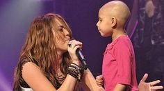 Miley Cyrus and a girl suffering from cancer, sing together The Climb.