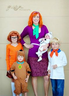 Scooby Doo: How cute is this Scooby Doo family? I love each of the different costumes to make. Find the tutorial over at Yellow Pear Photography.