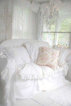 White on White Shabby Chic Living Room via Shabby Studios Shabby Chic Style, Casas Shabby Chic, Vintage Shabby Chic, Shabby Chic Decor, Rustic Decor, Shabby Chic Bedrooms, Shabby Chic Homes, Shabby Chic Furniture, Cottage Chic