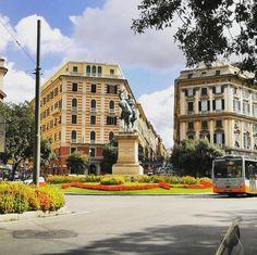 #italy #genova #beautiful #sun #travel #square #street #king #bikingitalytour #soloaround www.soloaround.com Italy Tours, Genoa, Homeland, Street View, King, Mansions, House Styles, Instagram Posts, Travel