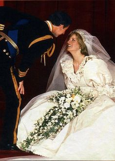 July 1981 - Lady Diana Spencer becomes Princess of Wales on her wedding day to Prince Charles Diana Wedding Dress, Princess Diana Wedding, Royal Wedding Gowns, Princess Diana Family, Princess Diana Pictures, Royal Princess, Royal Weddings, Prince And Princess, Princess Diana Dresses