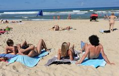 3 #nudist-positive articles in French online press