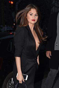 Selena Gomez Leaving a Hotel, Paris (8 March, 2016)