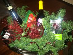 Wine gift basket Christmas Gift Baskets, Christmas Crafts For Kids, Diy Christmas Gifts, Christmas Tree, Christmas Ornaments, Holiday Decor, Wine Gift Baskets, Gifts For Wine Lovers, Party Ideas