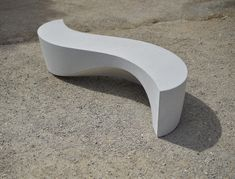 Sculptural seat Wave Bench is a new work from Sculptor Ben Barrell. Building on the success of the original sculptural Pebble Seats, Wave Bench is an elegant outdoor seating choice for luxury public and private spaces. Cinder Block Bench, Concrete Bench, Concrete Furniture, Concrete Design, Urban Furniture, Street Furniture, Garden Seating, Outdoor Seating, Cozy Patio