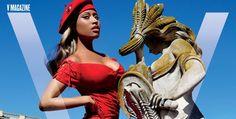 """Após a """"abundância"""" de Anaconda, Nicki Minaj aparece super bem-vestida (e bem mais fininha!) na capa da V Magazine deste mês. A cantora protagoniza um ensaio clicado pelo mago Mario Testino..."""