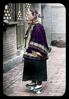 HYDROFOIL SHOES ! A FANCY HAIRDOO, FINE DRESS, AND NAIL PROTECTORS in the NORTH REGIONS of OLD CHINA   by Okinawa Soba (Rob)