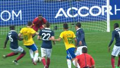 france-bresil-2015-oscar-but magnifique . Soccer, Football, Sports, Hs Sports, Futbol, Futbol, European Football, European Soccer, American Football