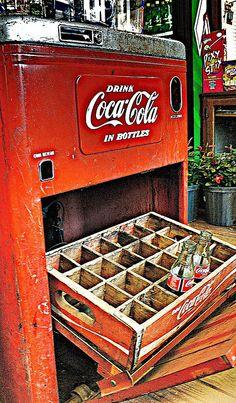Vintage Coca-Cola Machine @Juan Alfaro