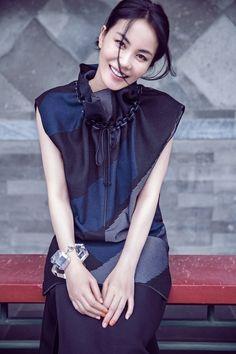 王菲 faye wong Faye Wong, Longer Hair, Asian Celebrities, Asian Woman, Beautiful People, Cold Shoulder Dress, Asian Ladies, Long Hair Styles, Stone Art