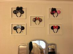 Deco Disney, Disney Diy, Disney Dream, Disney Themed Rooms, Disney Bedrooms, Disney Playroom, Mickey Mouse Bedroom, Mickey Decorations, Disney Souvenirs