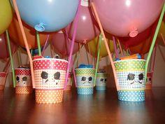 Mijn nichtje wordt komende week al weer 3 jaar.   Mijn zusje heeft een leuke traktatie voor de peuterspeelzaal voor haar gemaakt: een Ji... School Birthday Treats, 3rd Birthday Parties, School Snacks, Birthday Bash, Happy Foods, Party Treats, Inspirational Gifts, Kids And Parenting, Diy For Kids