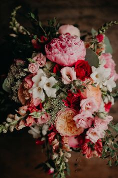 Many bride-to-bes might understand the wedding flower they want in their own bouquet, however are a little mystified about the remainder of the wedding event flowers needed to submit the ceremony and reception. Wedding Flower Guide, Diy Wedding Flowers, Bridal Flowers, Floral Wedding, Wedding Bouquets, Beautiful Bouquet Of Flowers, Beautiful Flowers, Bouquet Flowers, Rose Flowers