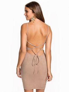 Lace Up Suede Dress - Nly One - Beige - Festklänningar - Kläder - Kvinna - Nelly.com