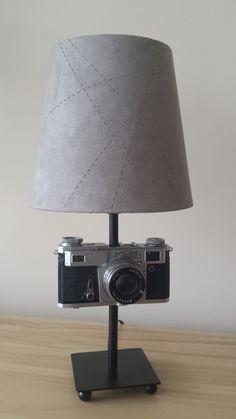 Stylowa lampa z aparatu foto. Do wykonania lampy użyto aparatu Kiev.  Zainteresowanych zakupem zapraszam do kontaktu: ladnyprezent@gmail.com