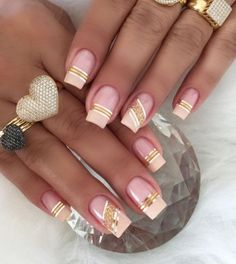 Best Gorgeous Strips Tape Line Nails Design for Summer - Page 21 of 60 - Diaror Diary Line Nail Designs, Creative Nail Designs, Creative Nails, Elegant Nails, Stylish Nails, Trendy Nails, Glam Nails, Beauty Nails, Lines On Nails